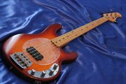 Бас-гитара Music Man Cherry Sunburst 1987 Made in USA